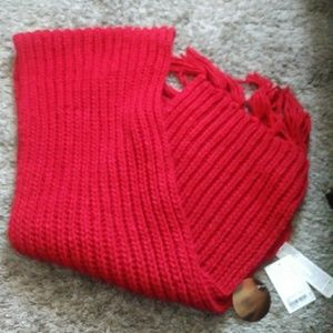 Red thick n cozy scarf